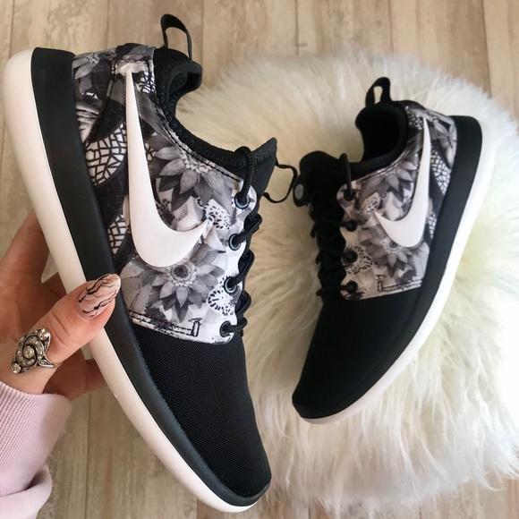 NWT Nike ID Roshe Two Floral Custom Print f3997f667
